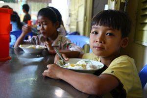 Repas riz et poisson - Les restaurants des enfants