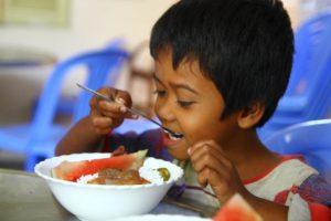 Repas pastèque et riz - Les restaurants des enfants